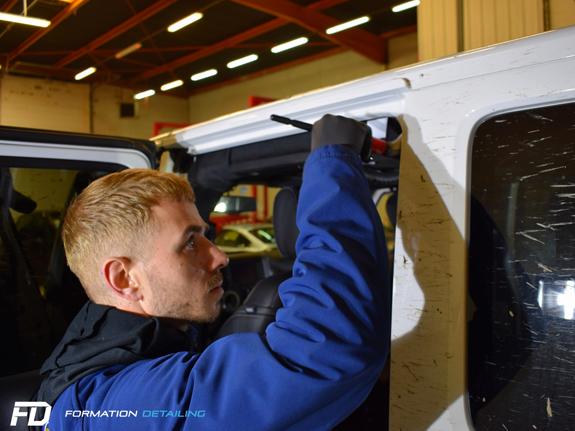 2-paris-78-yvelines-atelier-detailing-lavage-formation-apprentissage-jeep-4X4-voiture-luxe-nettoyage-entretien-rayure-polish-indiancars